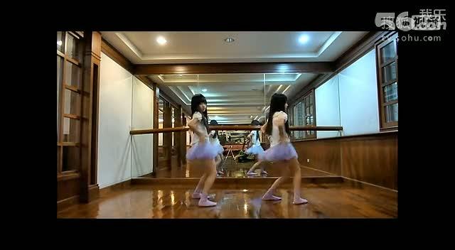 台湾那对超萌双胞胎跳江南style骑马舞~~好可爱啊!