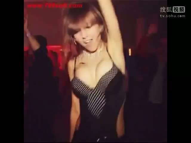 柳岩甩奶舞视频 日本露奶舞