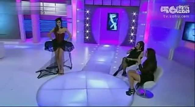 韩国美女热舞喷血啊后半段比基尼