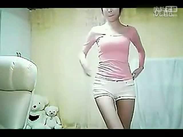 房间里短裤美女热舞诱惑