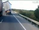 当高速公路上遇到大风。。。