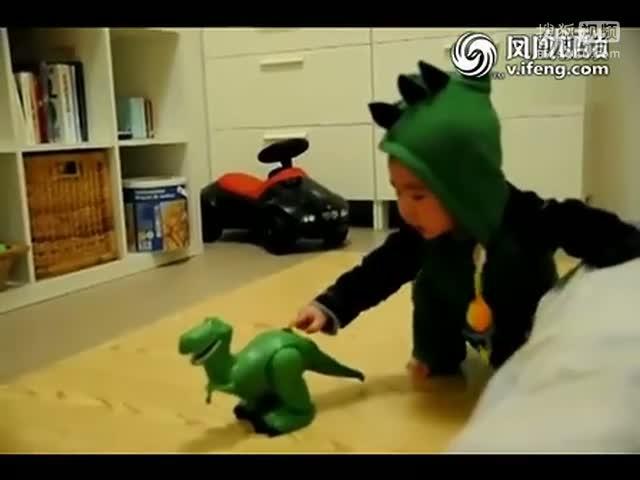 台湾恐龙弟吓哭短片,被恐龙给吓晕了