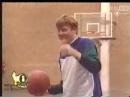 女孩篮球场上强迫男人脱内裤