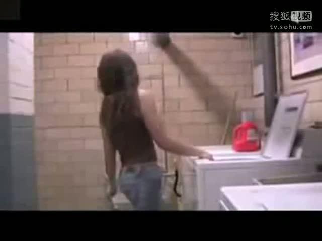 男子手机偷拍女如厕视频昏睡女厕所内
