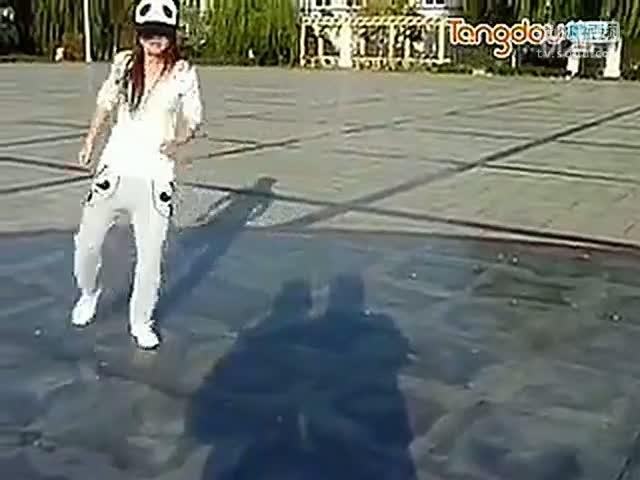 【天津美女跳鬼步舞视频