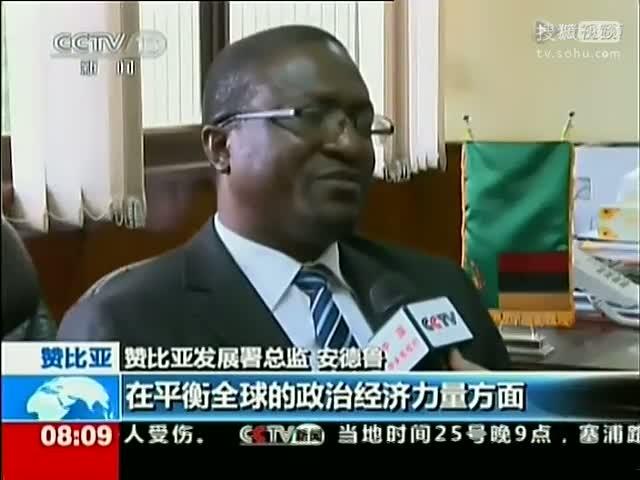央视记者采访非洲官员 中国方言式英语雷翻网友