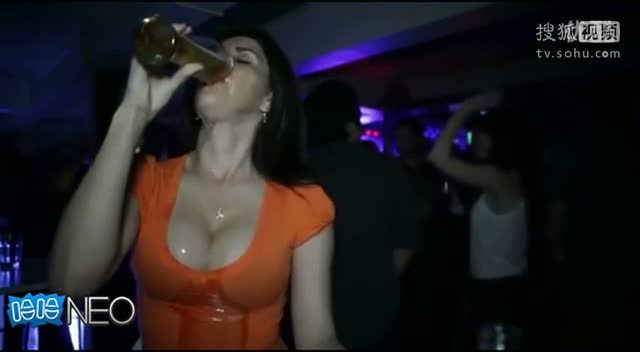 我在搜狐视频上传《爆乳美女喝