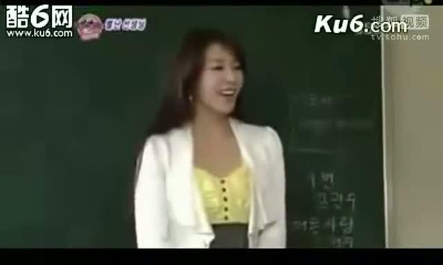 韩国美女老师上课脱衣服给男学生