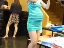 街拍性感孕妇 穿高跟买衣服