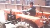 10岁的娃子 开拖拉机 就是秒杀一切城里娃!!
