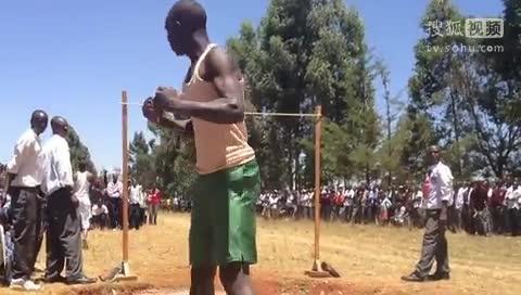 肯尼亚高中生逆天跳高